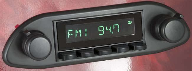 Retro Sound RetroRadio radio example, showing base unit with separately supplied black trim plate and knobs.